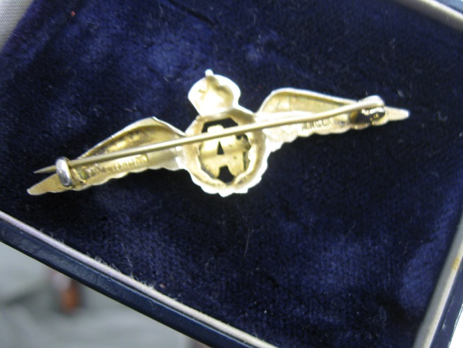 Ar04, Gold RAF Sweetheart Badge   - Phoenix Militaria